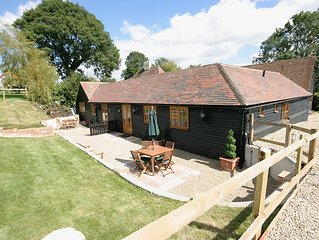 Rustic 2 Bed North Stable. Dog & Family Friendly in the Heart of the Kent Downs