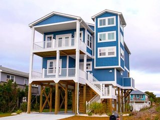 Hakuna Matata Beach House w/ Pool!, Oak Island, NC