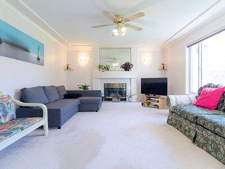 1 Bedroom private suite - Cozy, Spacious & Bright!