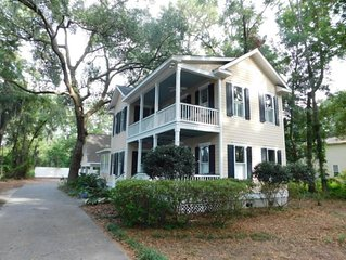 Elegant Colonial Style Home - 10 Minutes From Parris Island