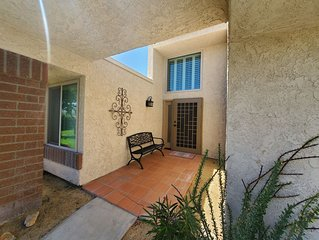 Centrally Located near Palm Springs Cozy Golf/Tennis CC Home  *Wheelchair access