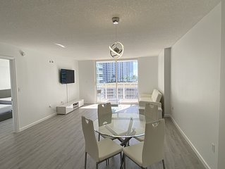 Chic and Modern, Brickell / Miami + FREE Parking