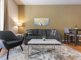 LUXURIOUS DREAMY KING BED MED CENTER FULLY EQUIPPED CONDO