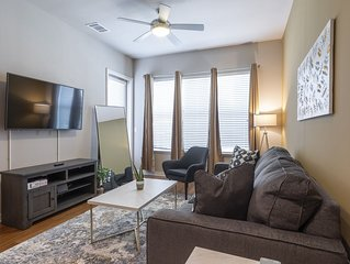 KING SIZE BED LUXURIOUS MED CENTER FULLY EQUIPPED CONDO