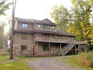 Stretch out in this fabulous Lodge directly beside the Trail!