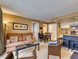 Walk to the lift! Cozy condo w/ fireplace & shared pool - dogs OK!