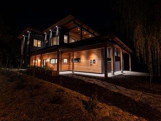Mountainside Luxury Retreat 2km from RMR