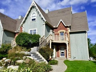 Private Two-bed Condo in Blue Mountain w/ ON DEMAND SHUTTLE TO THE VILLAGE AND M