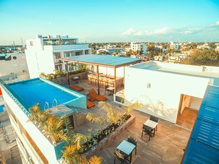 Joint 4BR Penthouse Rooftop pool Wifi/AC Sleep 14!