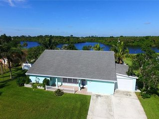 Lakehouse with Sunsets one mile from Indian River Lagoon