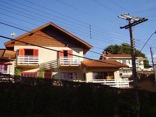 Charmosa casa de campo em Campos do Jordao  4 km do centro Capivari
