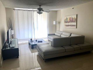 Best location in Aventura, Yacht Club Condo 2/2