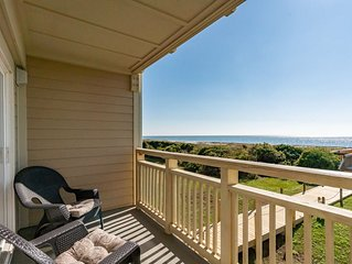 Cloud Nine: 3 BR / 2 BA condo in Caswell Beach, Sleeps 6