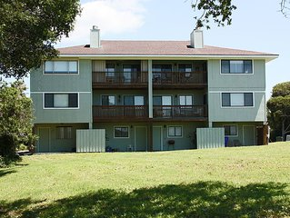 Duck Bill: 3 BR / 2 BA condo in Caswell Beach, Sleeps 8