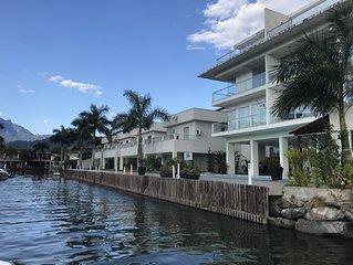 Casa Beira Mar em Angra dos Reis - Proximo ao comercio em condominio seguro