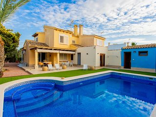 Magnifico Chalet con piscina, jardin y wifi en km1 de La Manga