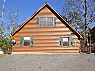 Beautiful log cabin in gated resort community, only 1.5 miles from Dollywood.