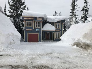 Amazing Ski-In Ski-Out and Mountain View Apartment with Hot Tub