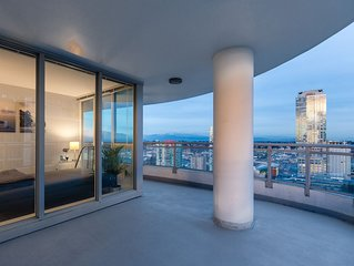 Highrise Luxury Condo with Amazing Views