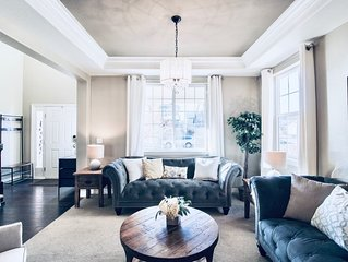 Luxury Home in perfect South Denver location- Sleeps 8! Dog Friendly!
