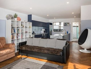 Downtown Designer Abode - Christchurch City Townhouse
