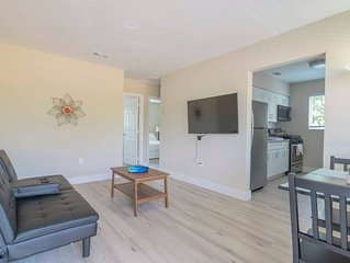 Stylish 2BR Apartment in Midtown/Wynwood close to Design District Shopping Cente