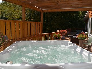 Luxurious,spacious 4500 sq ft home,hot tub & sauna,in center of downtown Windham