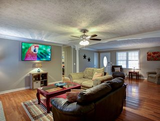East Cobb Convenience - Whole home - Sleeps 10