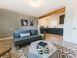 Modern 1BR Retreat in the city! Walk Everywhere!