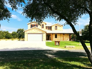 Hill Country Hideaway a Concan Luxury Home