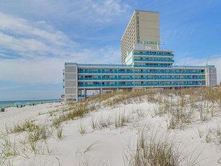 Beachfront studio w/ a shared, outdoor pool & easy beach access - Snowbird rates