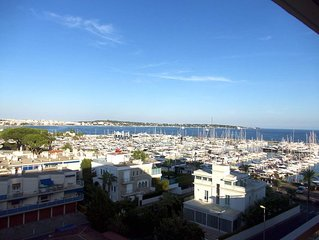 New - Amazing view, perfect located,6 beds, 3bedrooms, large balcony, Wi-Fi -New