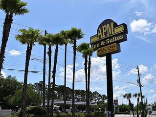 Along with a restaurant, this smoke-free motel has an outdoor pool and a bar