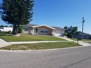 Holiday 4 bedroom house close to Tarpon Springs