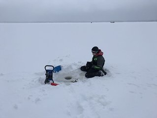 Snowmobile and ice fishing getaway in a large family friendly Lakehouse!