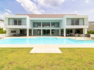 MODERN MASTERPIECE spectacular modern home villa WALK TO BEACH & MARINE