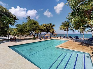 Oceanfront, jungle paradise w/ large deck, shared pool, volleyball, beach access