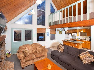 Cozy chalet near the slopes w/ a full kitchen & hot tub