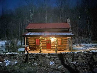 Cozy & Comfy Old Log Cabin near Little Washington and Sperryville, VA