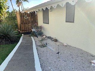 BOUGAINVILLIER DU SOLEIL - Bungalow de 2 chambres à 200 m de la plage