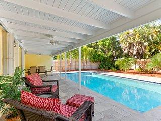 Old Florida Charm Newly Updated Pool Home, Wi-Fi, Walk to Beach!