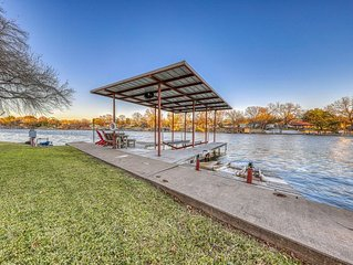 Lakefront home w/ ping pong, private dock - kayak available for use