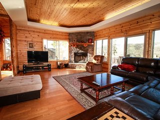 FAMILY FRIENDLY, LUXURY CABIN, AMAZING VIEWS, POOL TABLE, CLOSE TO SKI RESORTS!