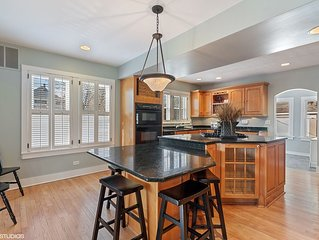 Professionally Sanitized - Downtown Naperville 4.5 Bedroom Farmhouse