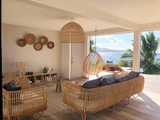 Villa d'architecte avec terrasse les pieds dans l'eau