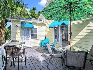 BEACH VIEW! Charming Cozy Cottage. Best Location 1BR/1BA Deck,Patio.,Beach Gear!
