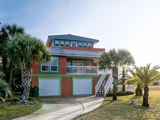 Spacious, dog-friendly home w/ community pool , dock & deck