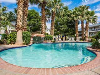 Fun in the sun 3 Bedroom condo with pools, hot tubs and more!