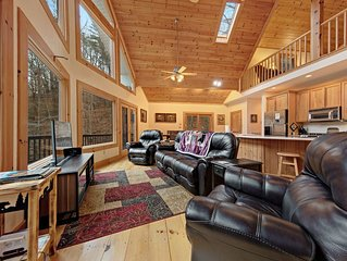 Secluded, spacious home w/ shared pool, fitness center & golf course!