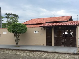 Casa a 80 mts. da praia no Jardim Lindomar em Itanhaem.